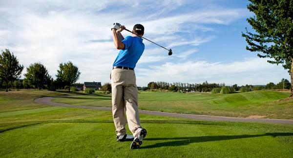 un giocatore di golf