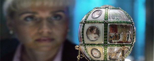 un uovo Fabergè in esposizione