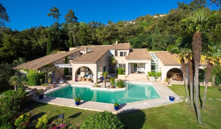 Villa da 2 3 milioni di euro in vendita a cannes denaro24 for Piani di una casa di lusso di una storia