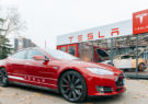 Elon Musk e il declino di Tesla: l'azienda rischia davvero la bancarotta?