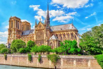 Notre Dame in fiamme: gara di solidarietà tra colossi del lusso